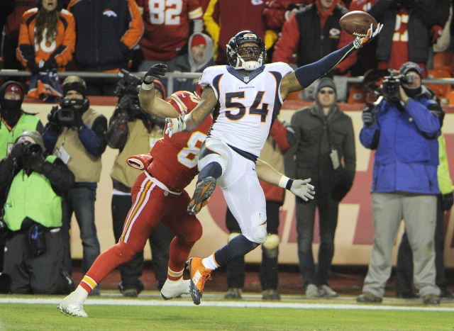 Denver Broncos outside linebacker Brandon Marshall (54) breaks up a pass intended for Kansas City Chiefs tight end Anthony Fasano (80). (John Rieger-USA TODAY Sports)