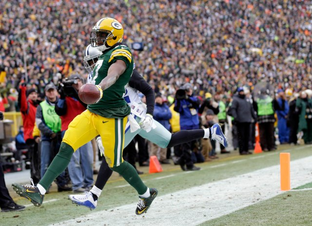 Rookie Davante Adams stretches the ball to finish his 46-yard TD run. (Jeff Hanisch, USA TODAY Sports)