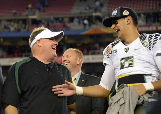 Former Oregon coach Chip Kelly, left, and QB Marcus Mariota were a formidable team in Eugene in 2012. (Kirby Lee, USA TODAY Sports)