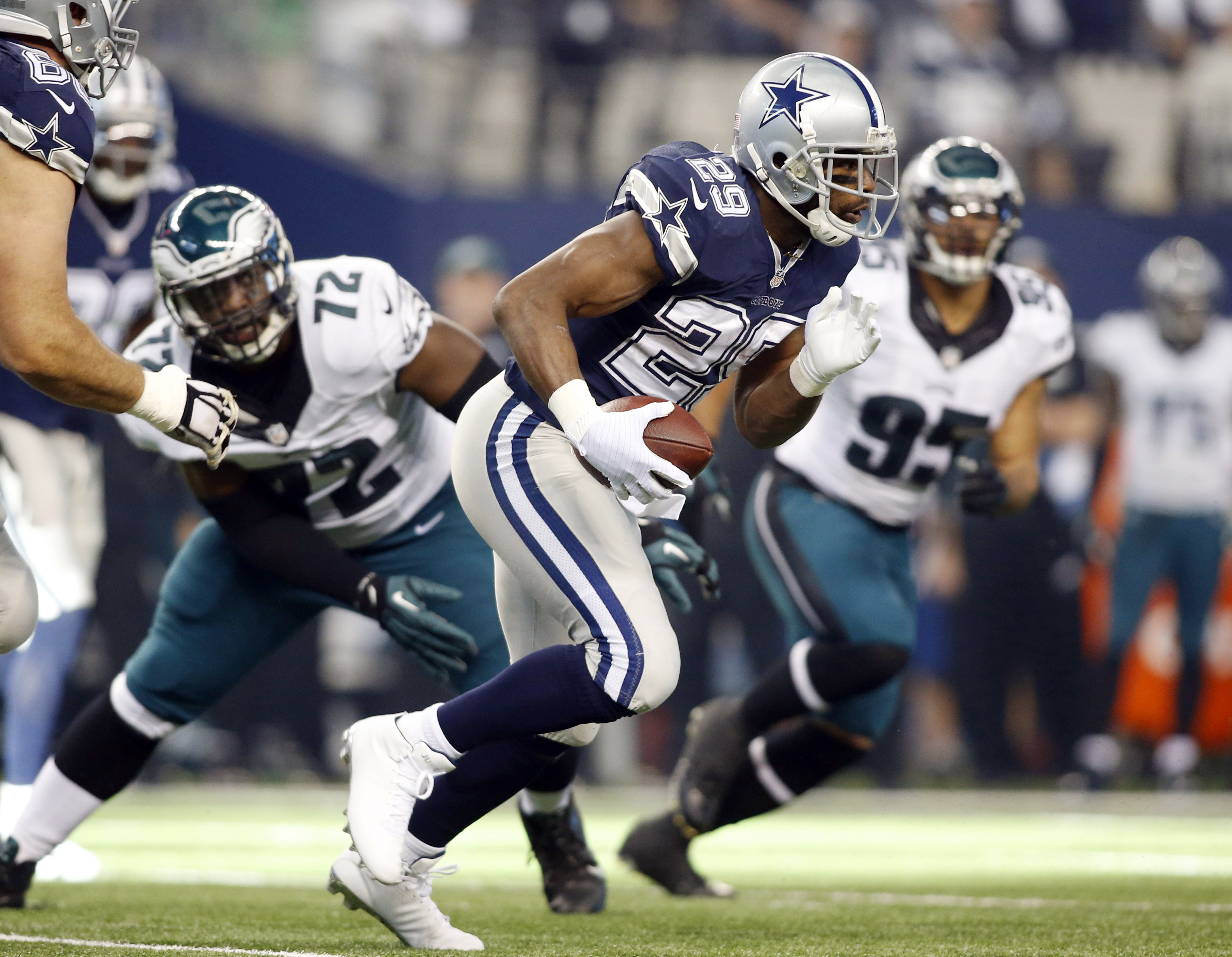Rather than terrorizing the Eagles, might RB DeMarco Murray be joining them? (Tim Heitman, USA TODAY Sports)