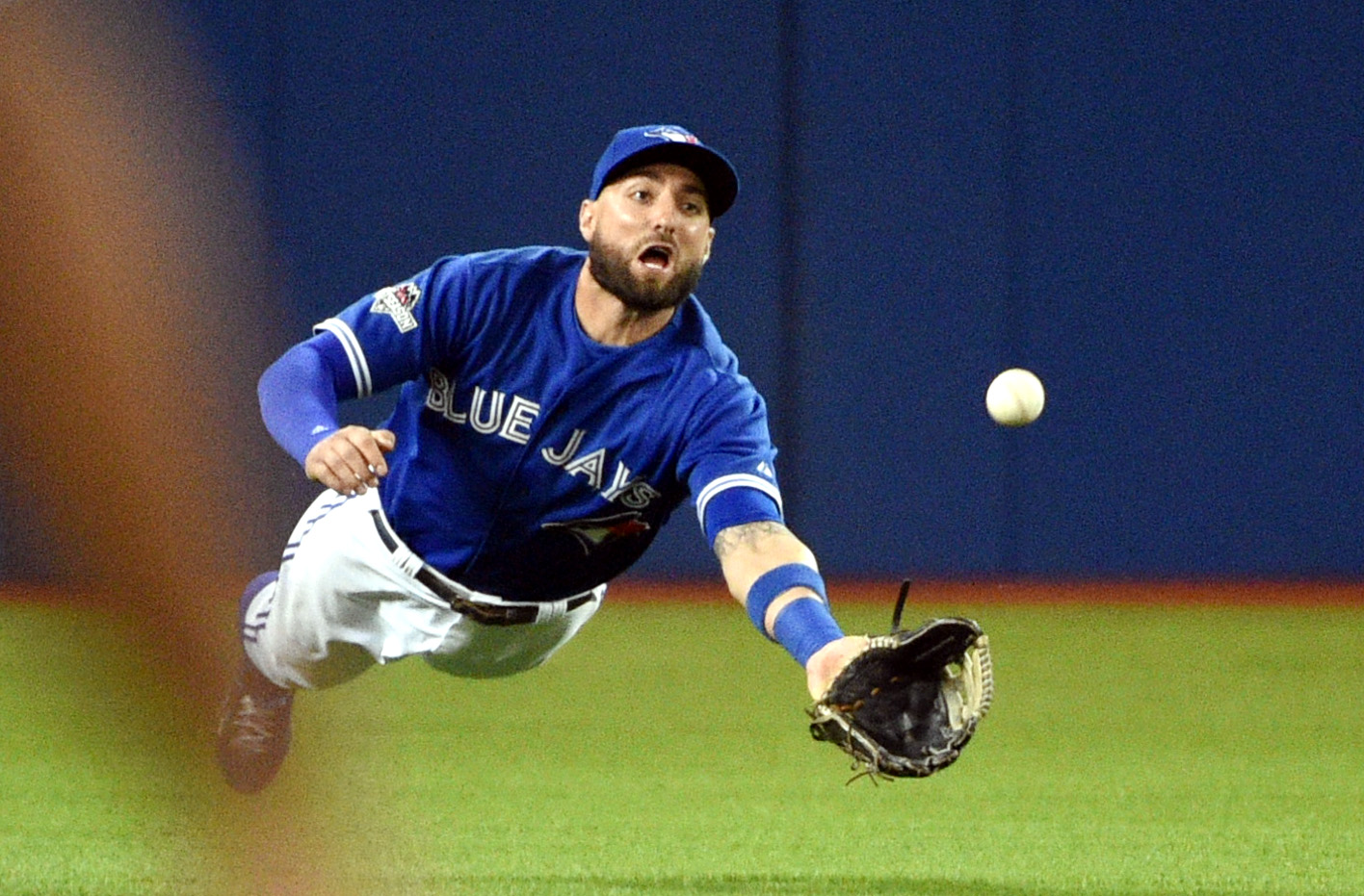 Blue Jays center fielder Kevin Pillar catches a ball hit by Texas Rangers left fielder Josh Hamilton (not pictured) in the fourth inning. (Photo: Nick Turchiaro, USA TODAY Sports)