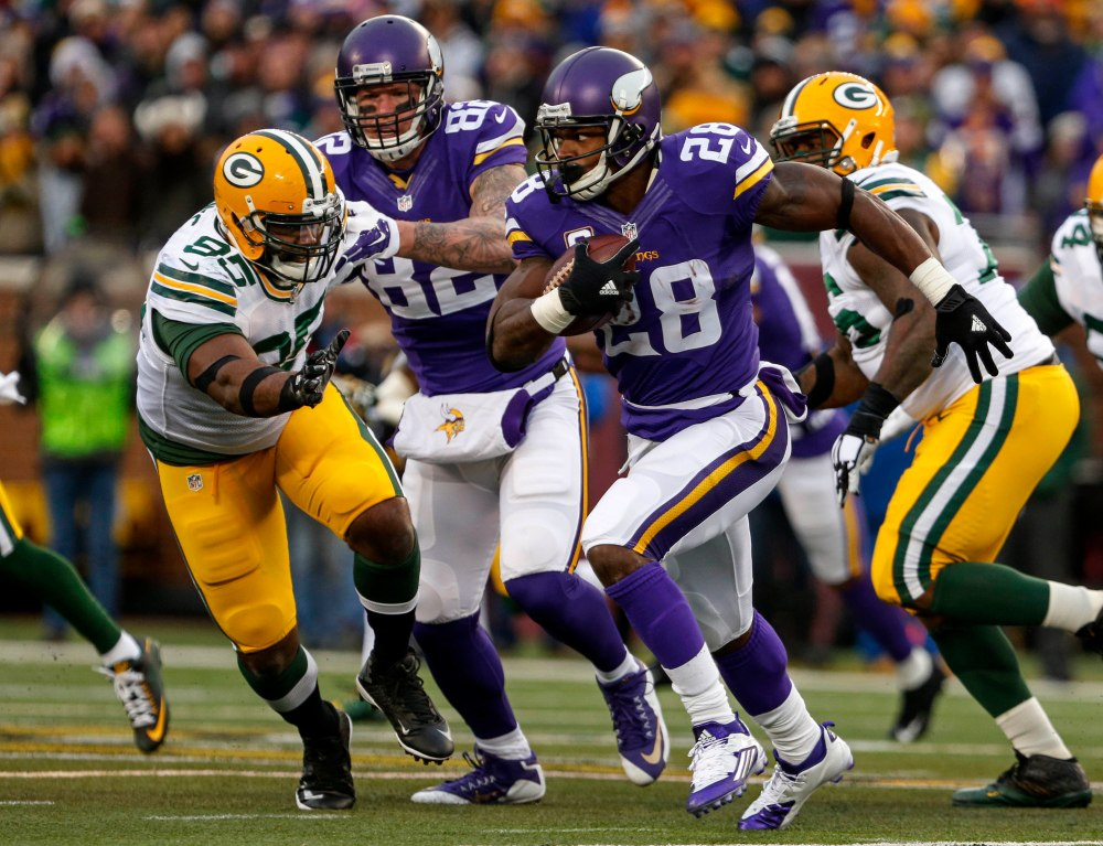 Vikings RB Adrian Peterson is pursuing the NFC North crown and a rushing title Sunday night. (Bruce Kluckhohn, USA TODAY Sports)