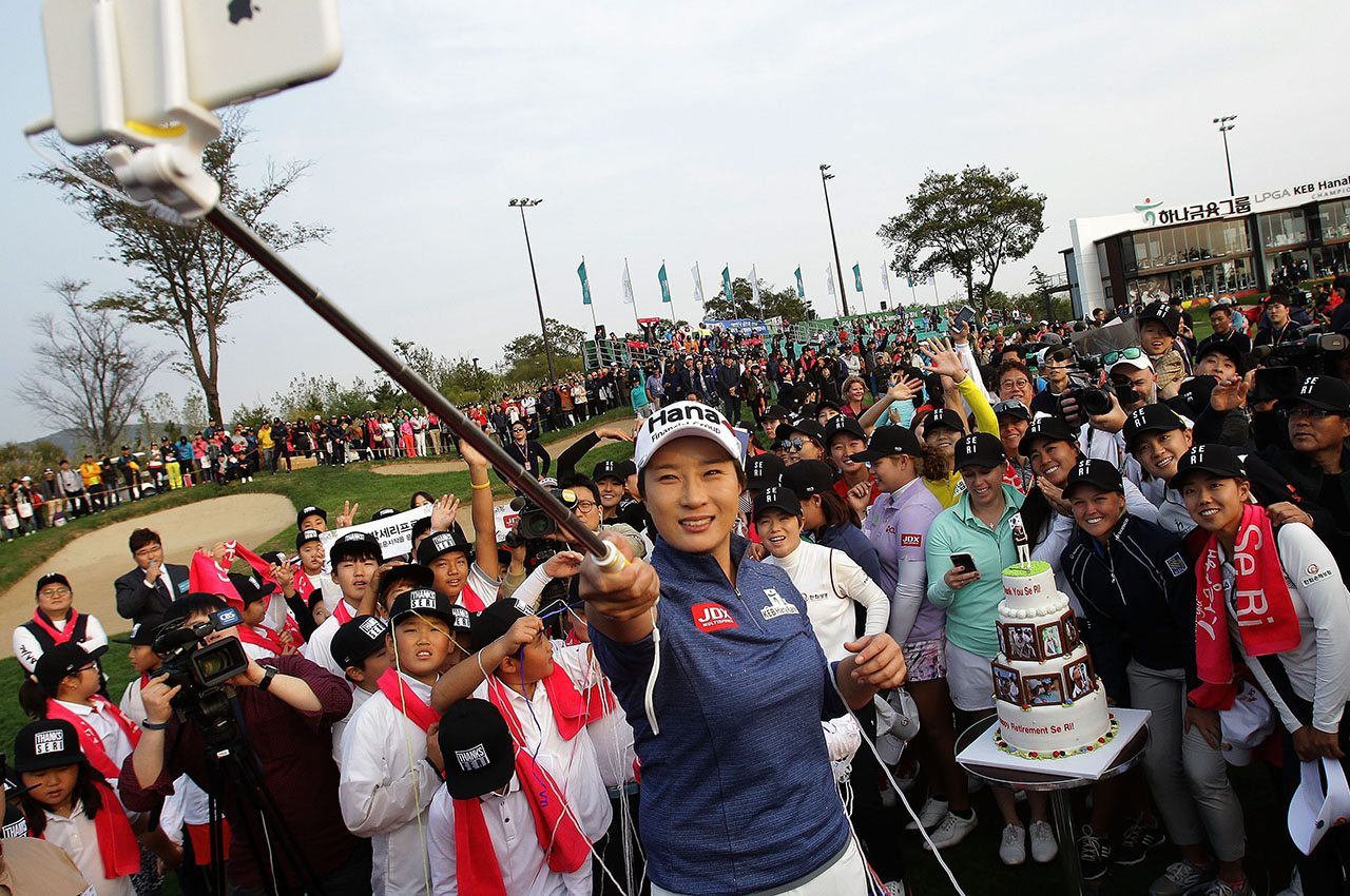 Se Ri Pak takes a selfie with golfers during her retirement ceremony on the 18th green after the first round of the LPGA KEB Hana Bank Championship.