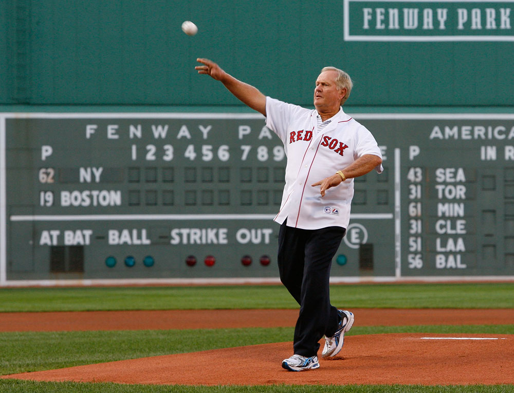 Jack Nicklaus tosses out the first pitch before New York Yankees vs. Boston Red Sox game at Fenway Park on July 25, 2008. (GETTY IMAGES)