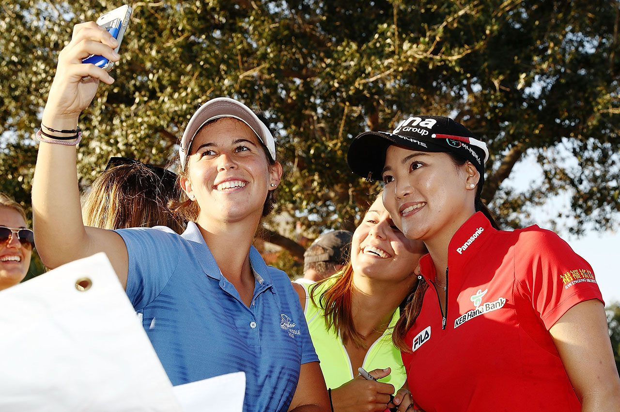 So Yeon Ryu (right) takes part in a selfie at the CME Group Tour Championship.