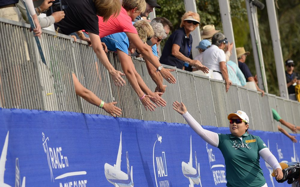 RANCHO MIRAGE, CA - APRIL 01: Inbee Park of South Korea reaches for spectators hands as she walks to the 18th green during the final round of the ANA Inspiration on the Dinah Shore Tournament Course at Mission Hills Country Club on April 1, 2018 in Rancho Mirage, California. (Photo by Robert Laberge/Getty Images)