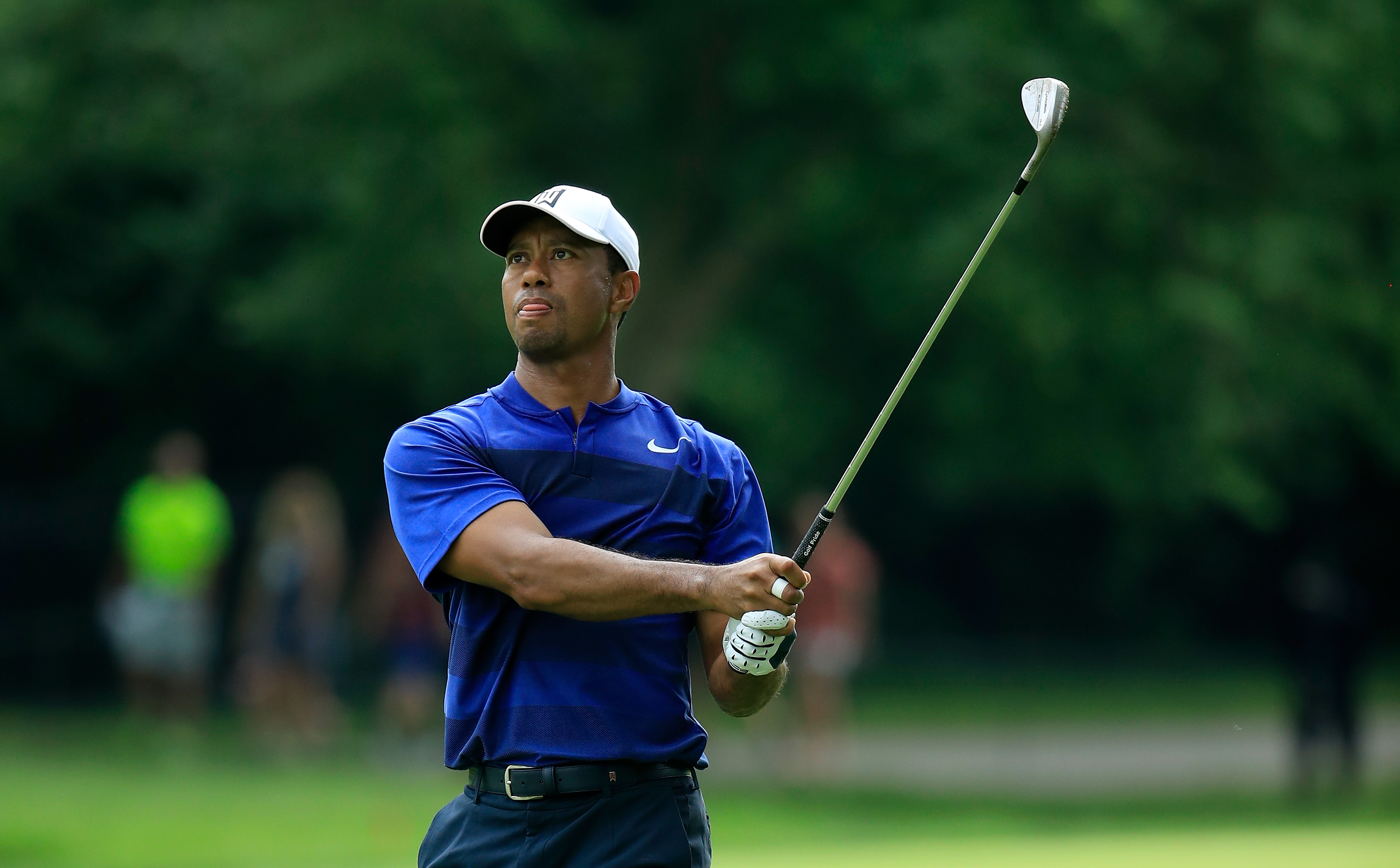 DUBLIN, OH - JUNE 01: Tiger Woods of the United States watches his second shot on the second hole during the second round of The Memorial Tournament Presented by Nationwide at Muirfield Village Golf Club on June 1, 2018 in Dublin, Ohio. (Photo by Andy Lyons/Getty Images)