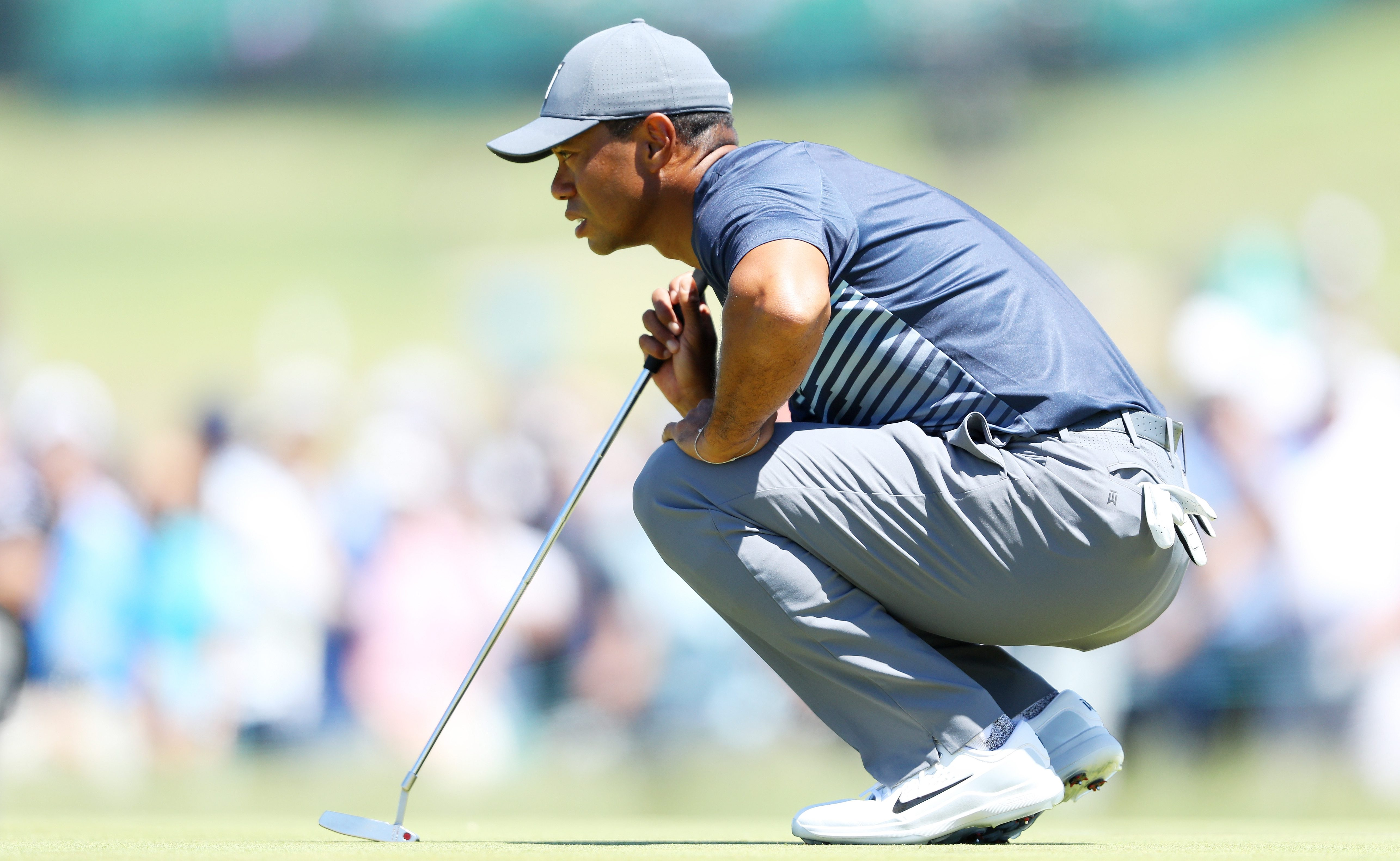 SOUTHAMPTON, NY - JUNE 14: Tiger Woods of the United States lines up his putt on the first green during the first round of the 2018 U.S. Open at Shinnecock Hills Golf Club on June 14, 2018 in Southampton, New York. (Photo by Warren Little/Getty Images)