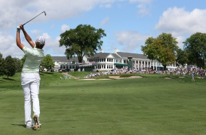 DETROIT, MI - AUGUST 21: Curtis Luck from Australia hits his approach shot to the 18th green during the final round of the U.S. Amateur Championship played on the South Course of Oakland Hills Country Club on August 21, 2016 in Detroit, Michigan. (Photo by Leon Halip/Getty Images)