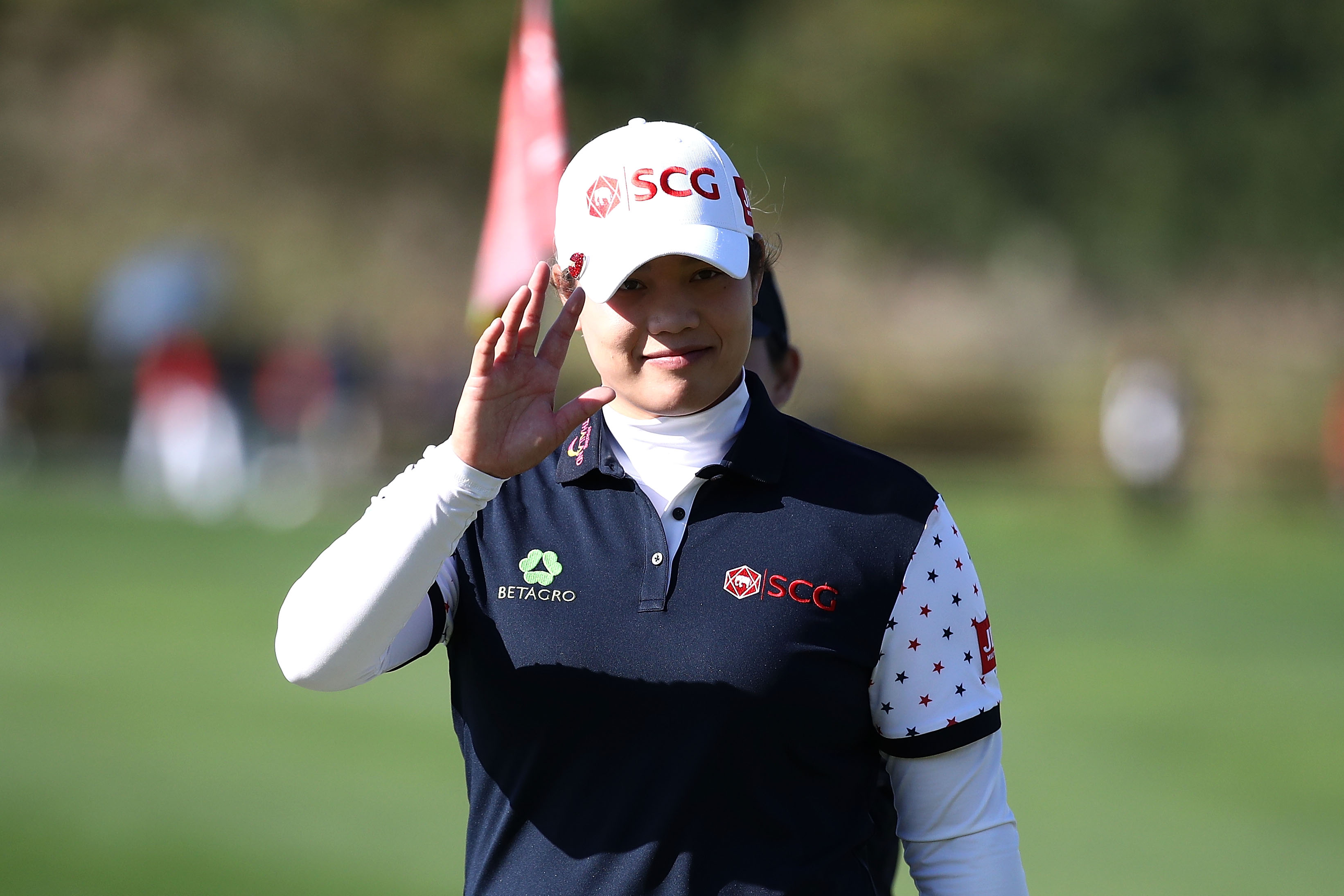 INCHEON, SOUTH KOREA - OCTOBER 12: Ariya Jutanugarn of Thailand on the 18th green during the second round of the LPGA KEB Hana Bank Championship at Sky 72 Golf Club on October 12, 2018 in Incheon, South Korea. (Photo by Chung Sung-Jun/Getty Images)