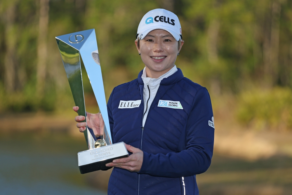 LAKE BUENA VISTA, FLORIDA - JANUARY 20: Eun-Hee Ji of South Korea poses with the trophy after winning the Diamond Resorts Tournament of Champions at Tranquilo Golf Course at Four Seasons Golf and Sports Club Orlando on January 20, 2019 in Lake Buena Vista, Florida. (Photo by Matt Sullivan/Getty Images)