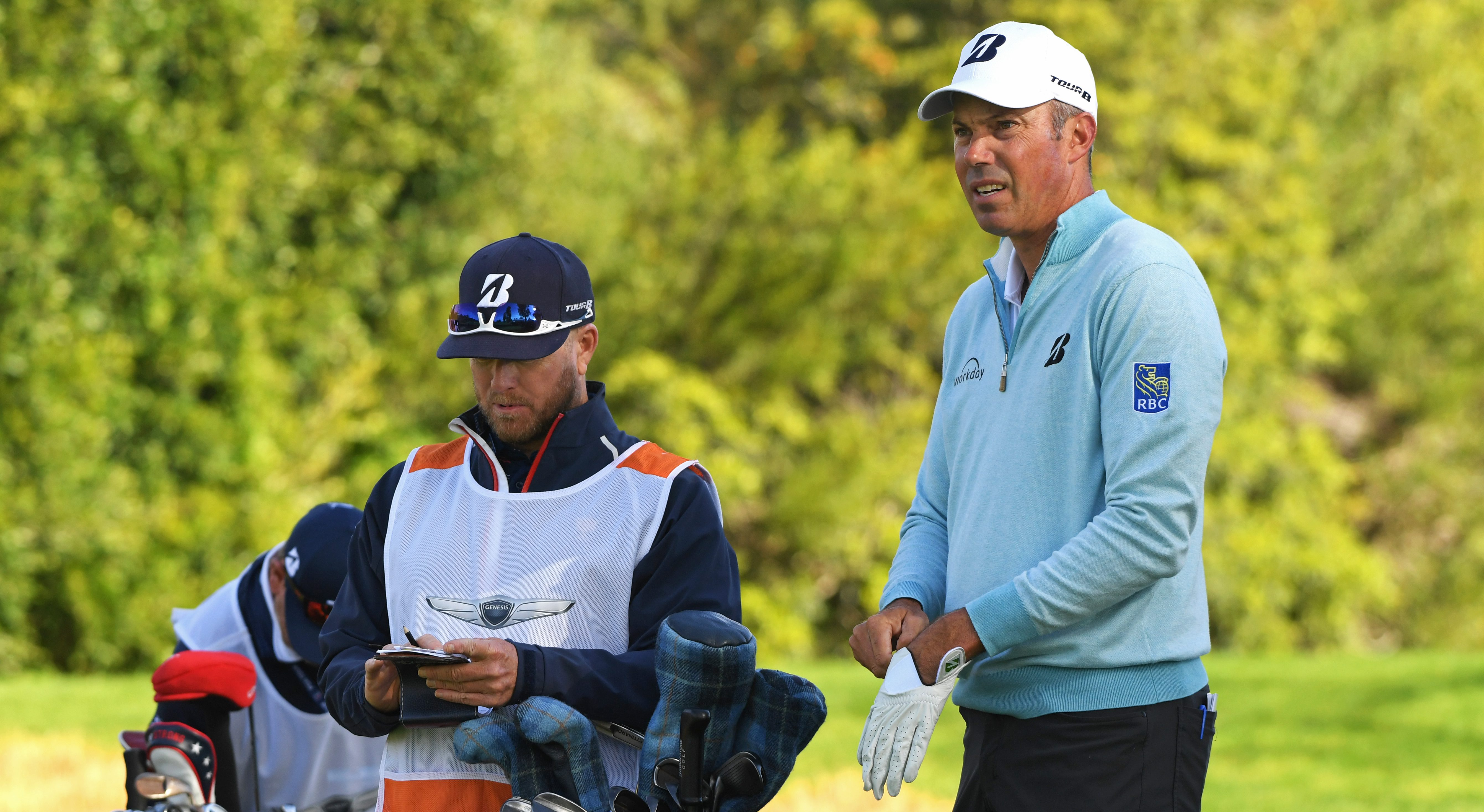 PACIFIC PALISADES, CALIFORNIA - FEBRUARY 15: Matt Kuchar waits to hit a tee shot on the 4th hole during the continuation of the first round of the Genesis Open at Riviera Country Club on February 15, 2019 in Pacific Palisades, California (Photo by Harry How/Getty Images)