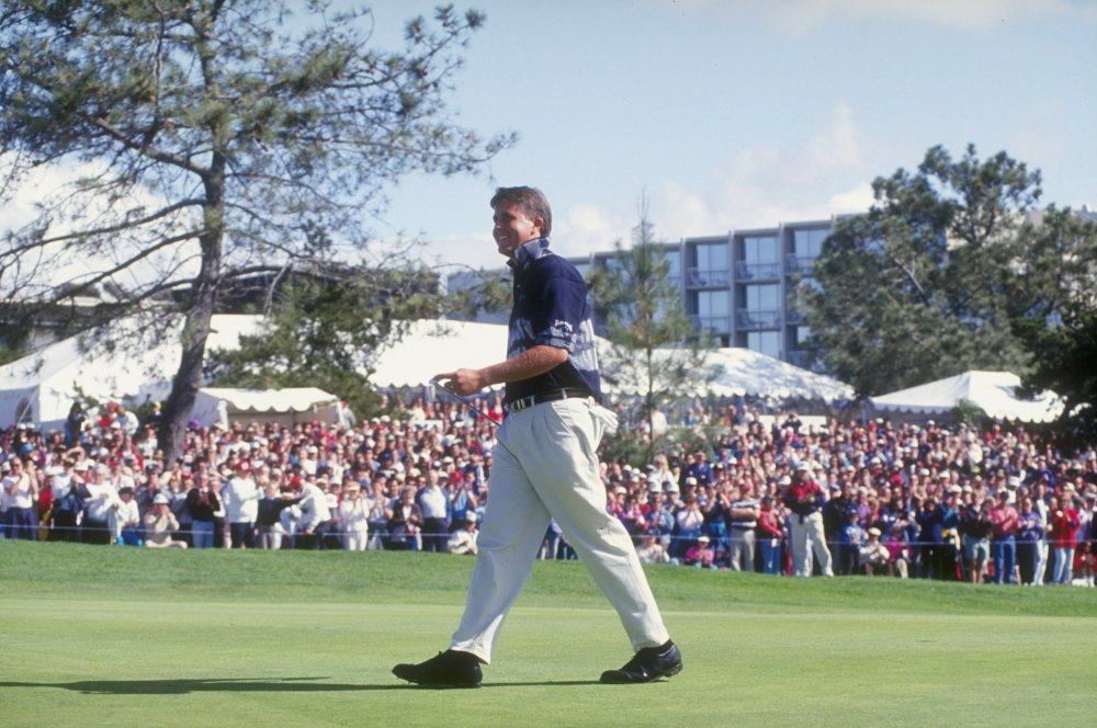 21 Feb 1993: Phil Mickelson walks across the green during the 1993 Buick Invitational at the Torrey Pines Golf Course in Torrey Pines, California. Mandatory Credit: Gary Newkirk /Allsport