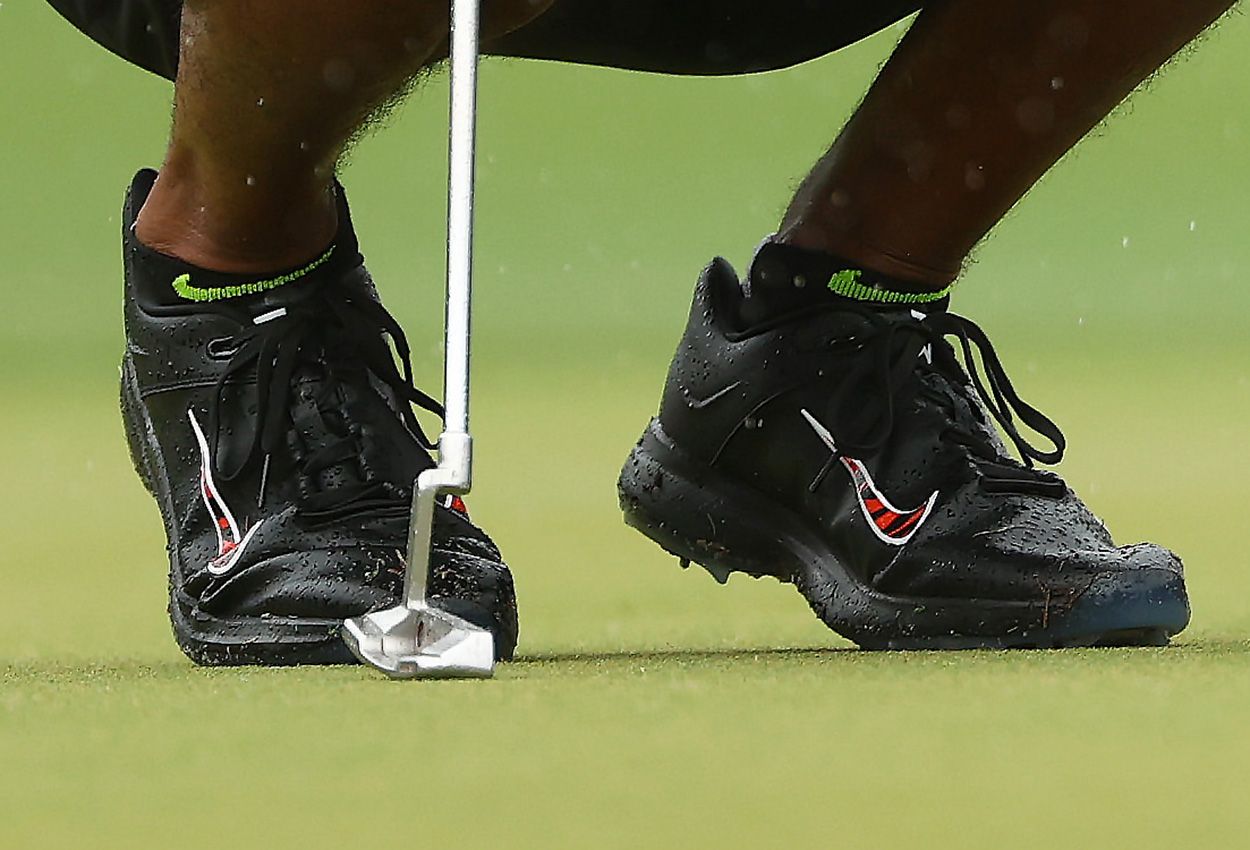 Tiger Woods wearing Nike golf shoes