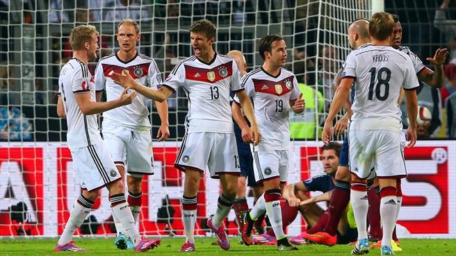 GermanyCelebratesGoal1-Scotland2014-Euro2016 (Getty)