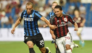 REGGIO NELL'EMILIA, ITALY - AUGUST 12: Joao Miranda of Internazionale and Carlos Bacca Ahumada of Milan in action during the TIM pre-season tournament match between AC Milan and FC Internazionale at Mapei Stadium - Città del Tricolore on August 12, 2015 in Reggio nell'Emilia, Italy. (Photo by Giuseppe Bellini/Getty Images)