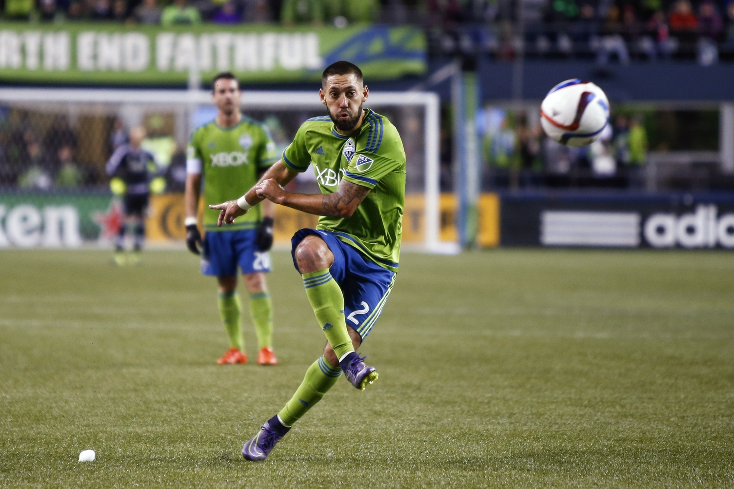 Clint Dempsey free kick MLS Seattle Sounders 11012015