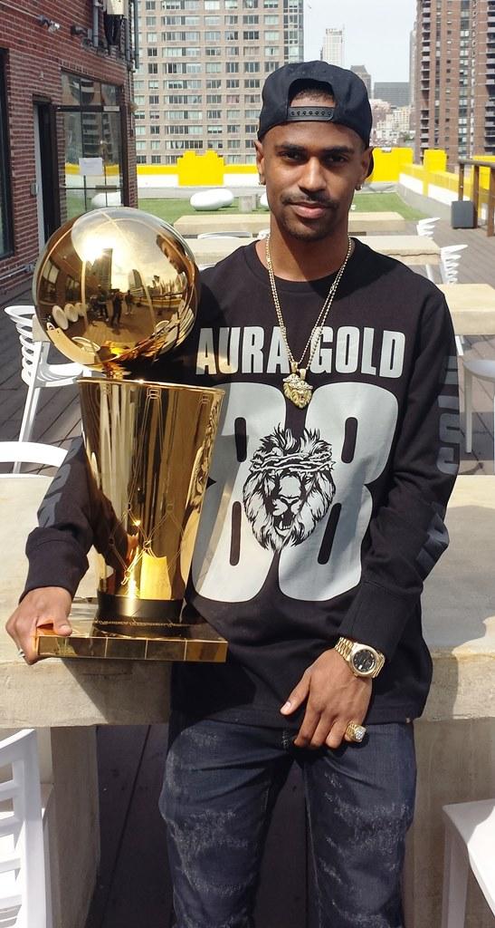 9 photos of celebrities hoisting the NBA Championship ...