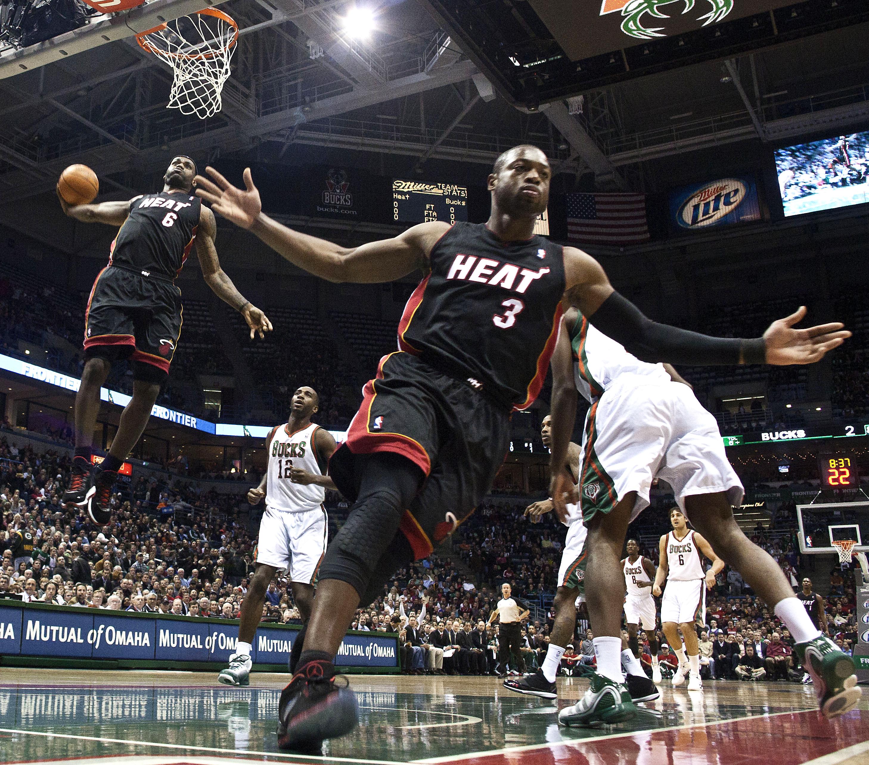 Mavericks: Luka Doncic does iconic Dwyane Wade, LeBron James photo