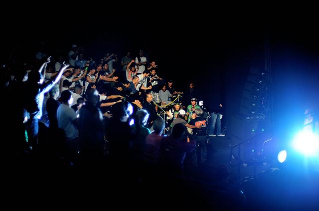 ufc-crowd-ufc-117