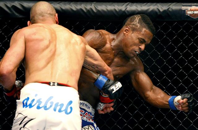 MMA: UFC Fight Night 40-Philippou vs Larkin