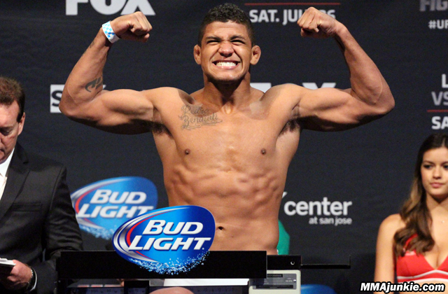 gilbert-burns-ufc-on-fox-12
