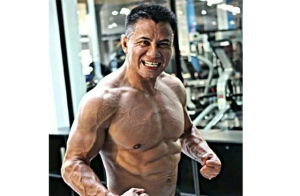 cung-le-jacked-photo
