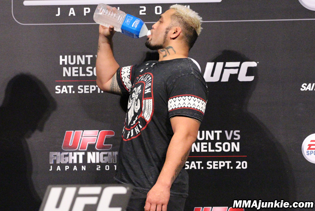 mark-hunt-ufc-fight-night-52-rehydrating