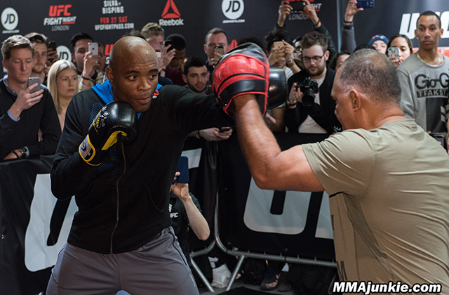 anderson-silva-ufc-fight-night-84-open-workouts-1