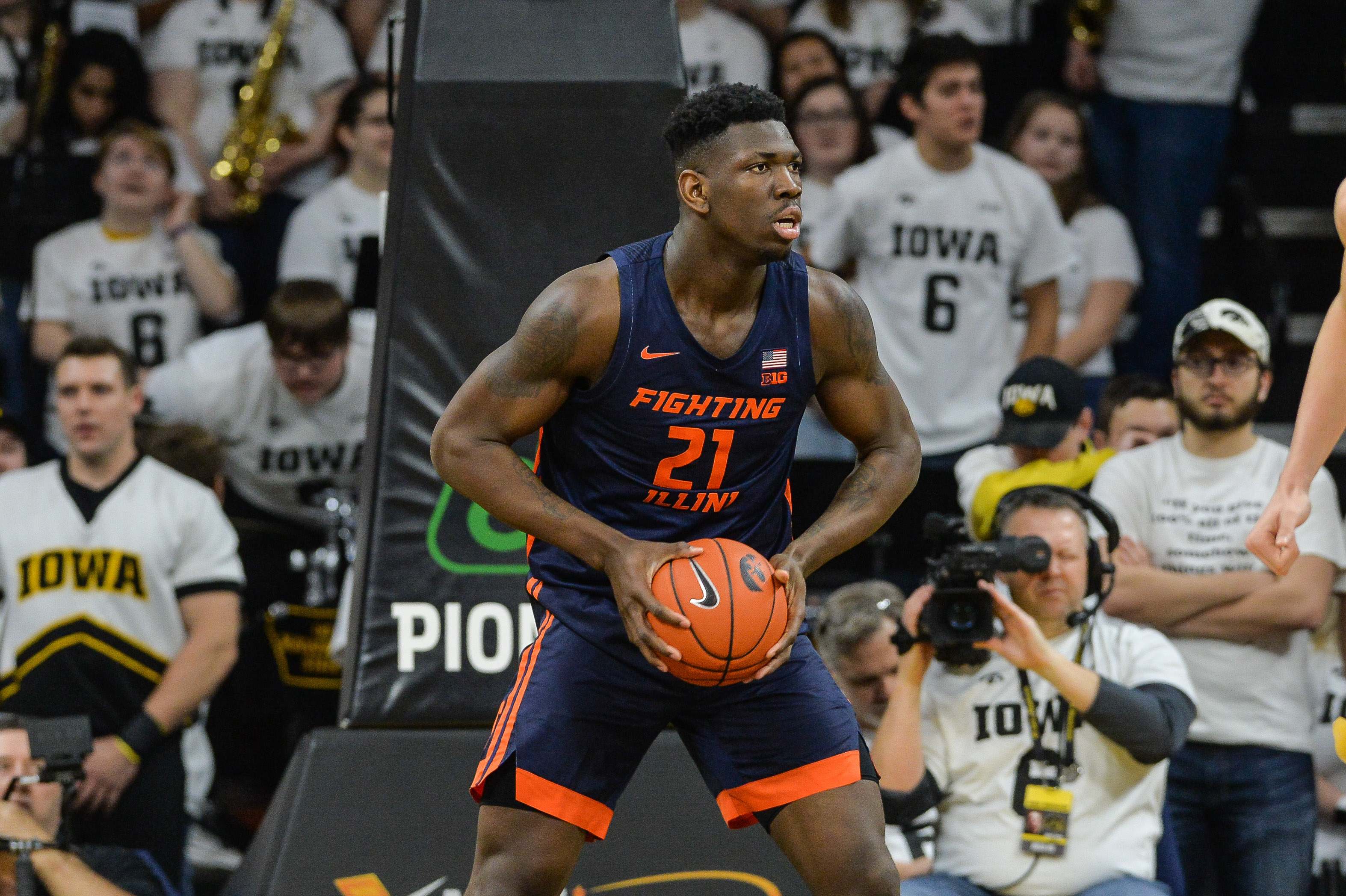 Feb 2, 2020; Iowa City, Iowa, USA; Illinois Fighting Illini center Kofi Cockburn (21) in action against the Iowa Hawkeyes at Carver-Hawkeye Arena.