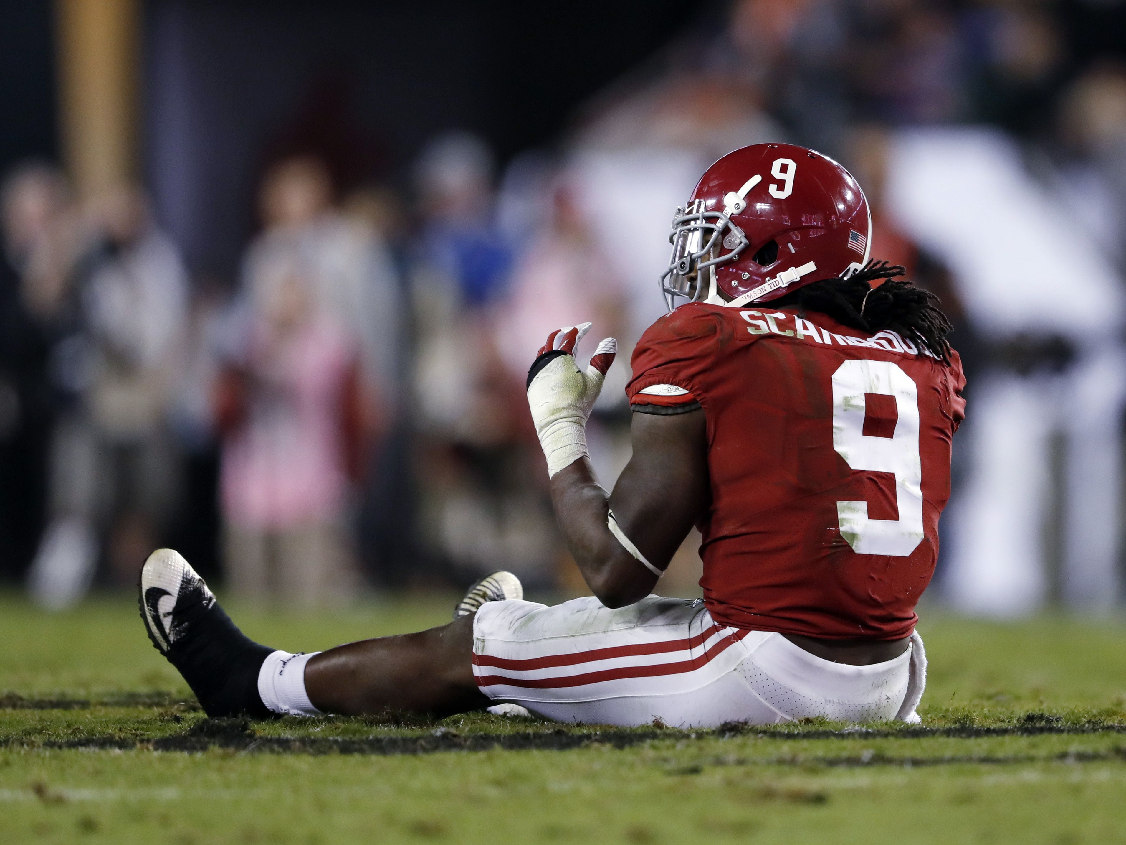 Bo Scarbrough goes down with leg injury ...
