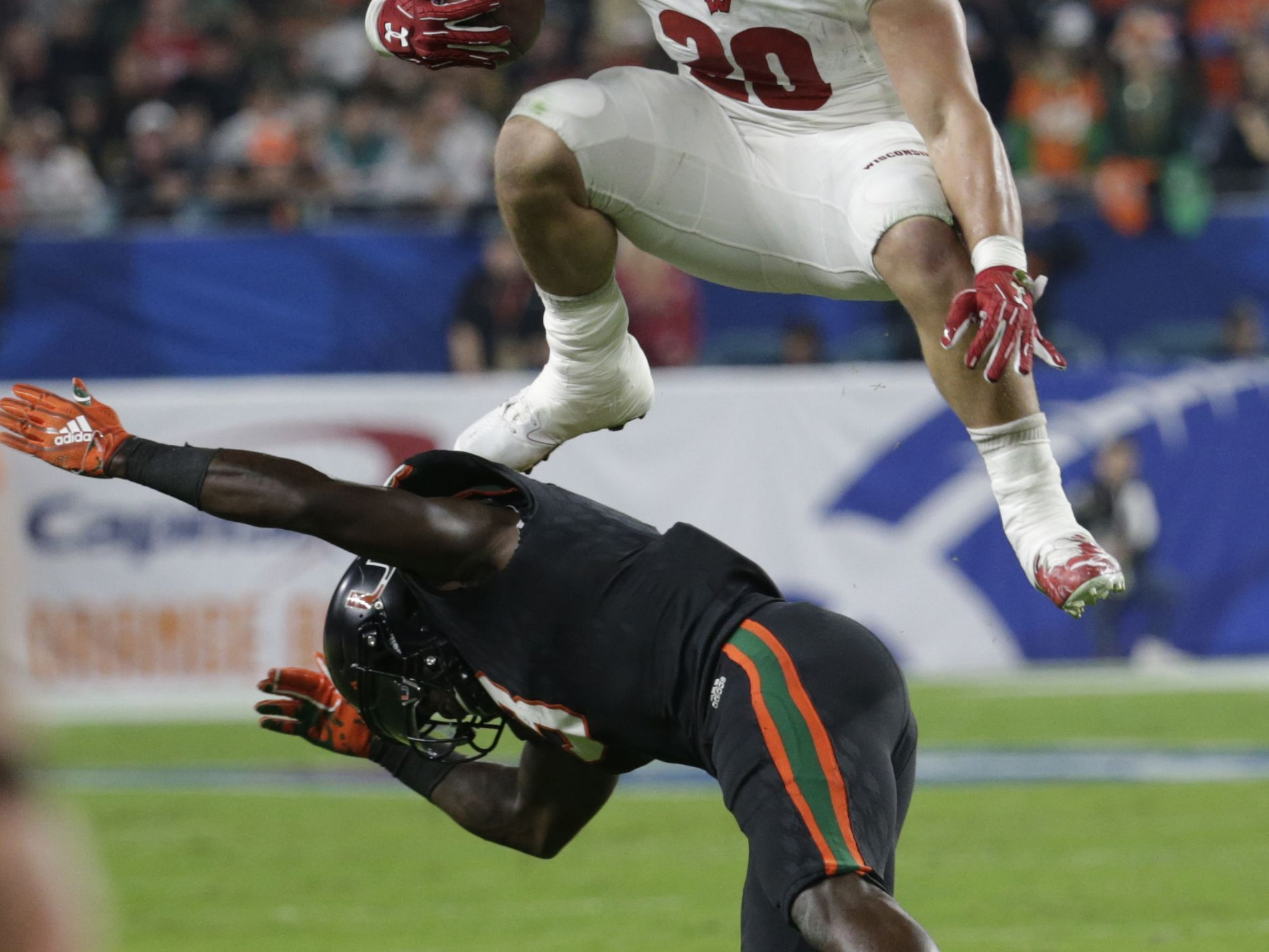Hornibrook's 4 TDs carry Badgers over Miami, 34-24 in ...