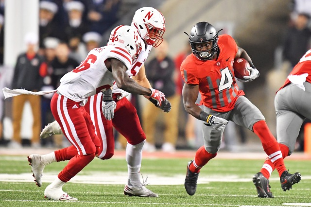 COLUMBUS, OH - NOVEMBER 5: Curtis Samuel #4 of the Ohio State Buckeyes looks for running room around Thomas Connely #26 of the Nebraska Cornhuskers and Josh Banderas #52 of the Nebraska Cornhuskers in the second quarter at Ohio Stadium on November 5, 2016 in Columbus, Ohio. (Photo by Jamie Sabau/Getty Images)