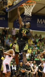 LAHAINA, HI - NOVEMBER 23: Dylan Ennis #31 of the Oregon Ducks lays the ball in during the second half of the Maui Invitational NCAA college basketball game against the UConn Huskies at the Lahaina Civic Center on November 23, 2016 in Lahaina, Hawaii. (Photo by Darryl Oumi/Getty Images)
