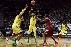 EUGENE, OR - DECEMBER 11: Jordan Bell #1 of the Oregon Ducks passs the ball to Dillon Brooks #24 of the Oregon Ducks during the first half of the game against  the Alabama Crimson Tideat Matthew Knight Arena on December 11, 2016 in Eugene, Oregon. Oregon won the game 65-56. (Photo by Steve Dykes/Getty Images)