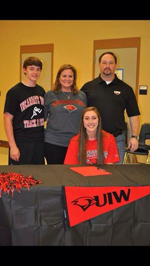 Gracen Odendahl signed her letter of intent with University of Incarnate Word with her family by her side.
