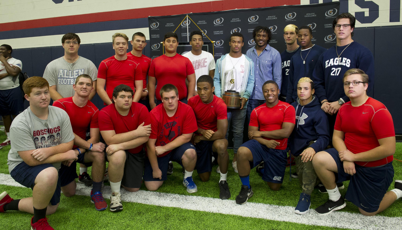 Kyler and his teammates pose with Carr. / Susan Goldman, Gatorade