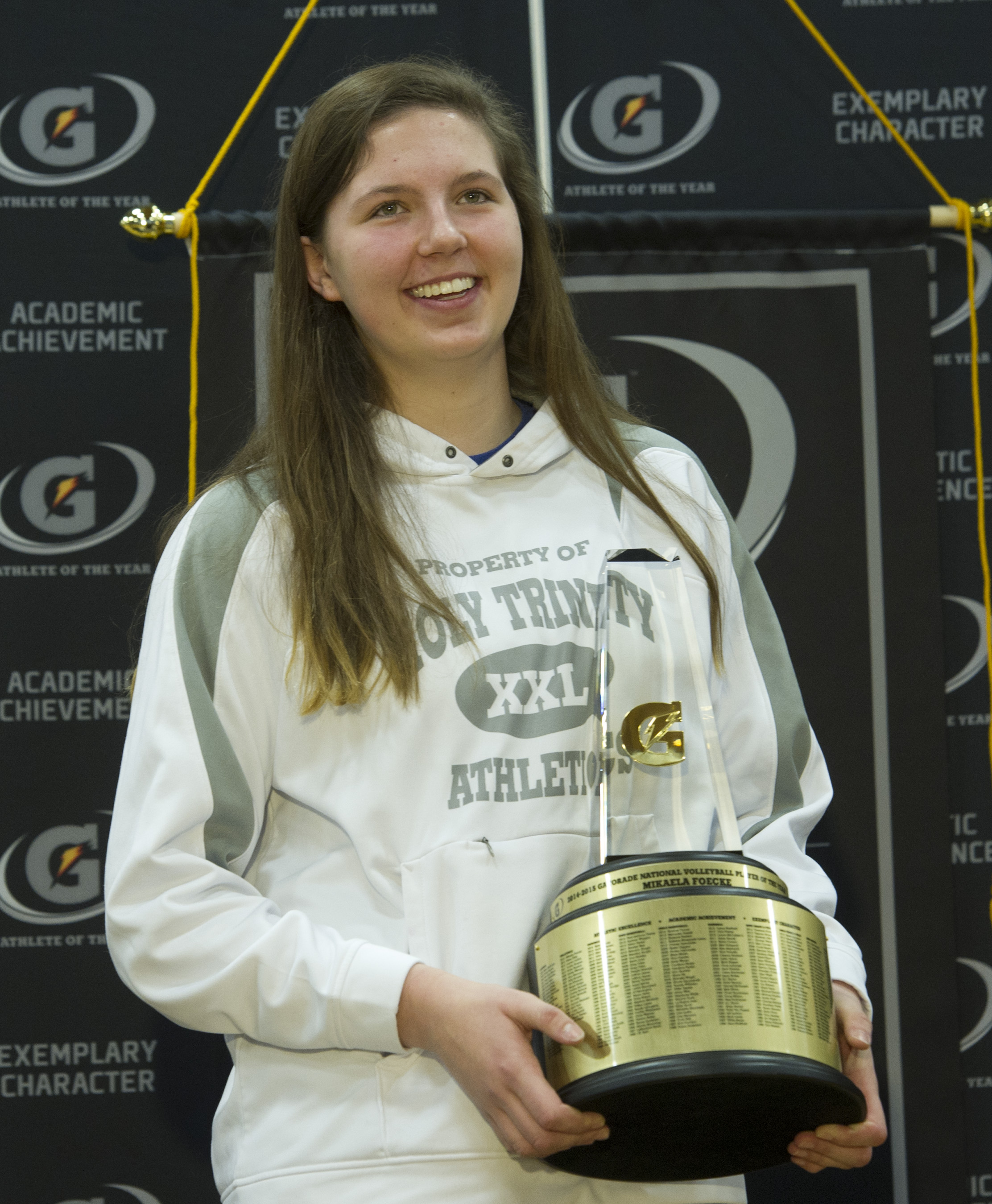 Mikaela Foecke holds the trophy during a press conference. / Susan Goldman, Gatorade