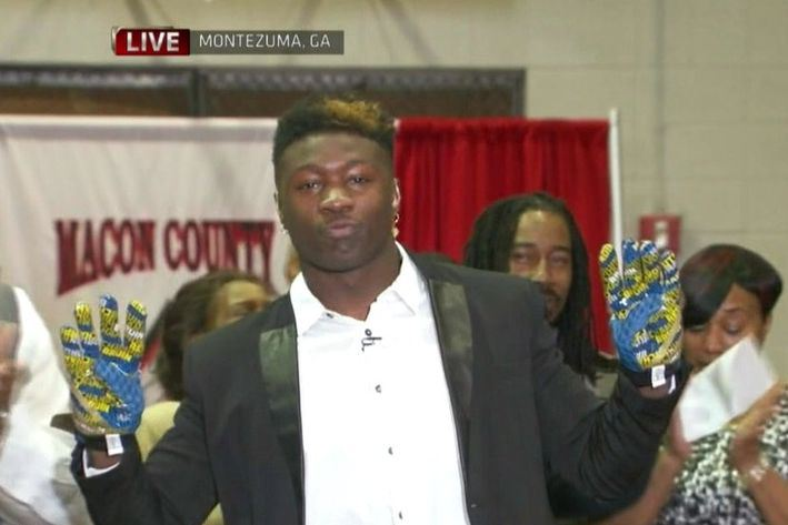 After flashing UCLA gloves on national television, Roquan Smith is instead taking steps to attend the University of Georgia