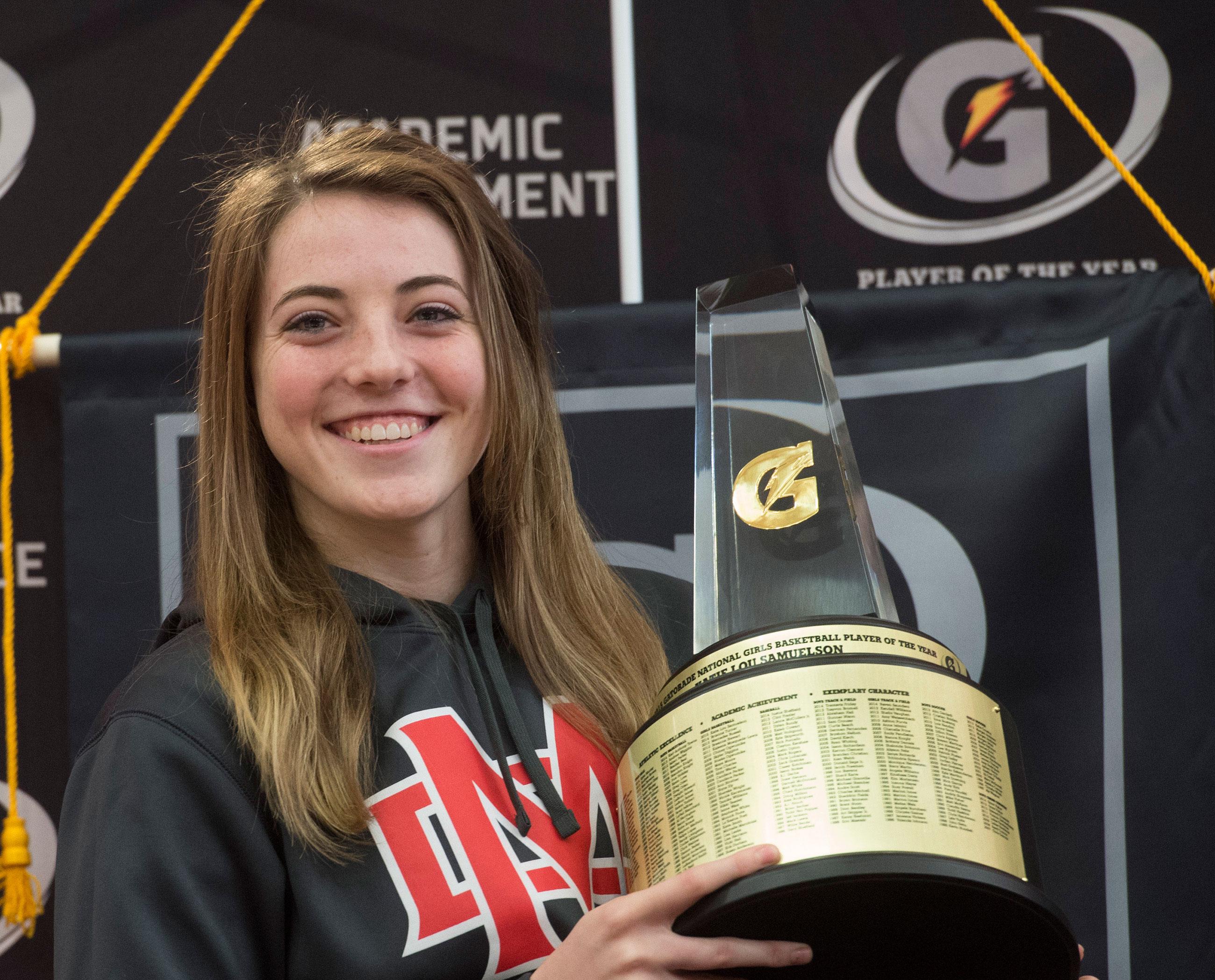 Katie Lou Samuelson hoists the Gatorade National Girls Basketball Player of the Year trophy (Photo: Susan Goldman)