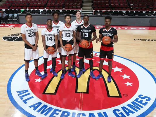 McDonalds High School All Americans pose for a group photo before the start of the McDonalds High School All American Game. (Photo: Brian Spurlock-USA TODAY Sports)
