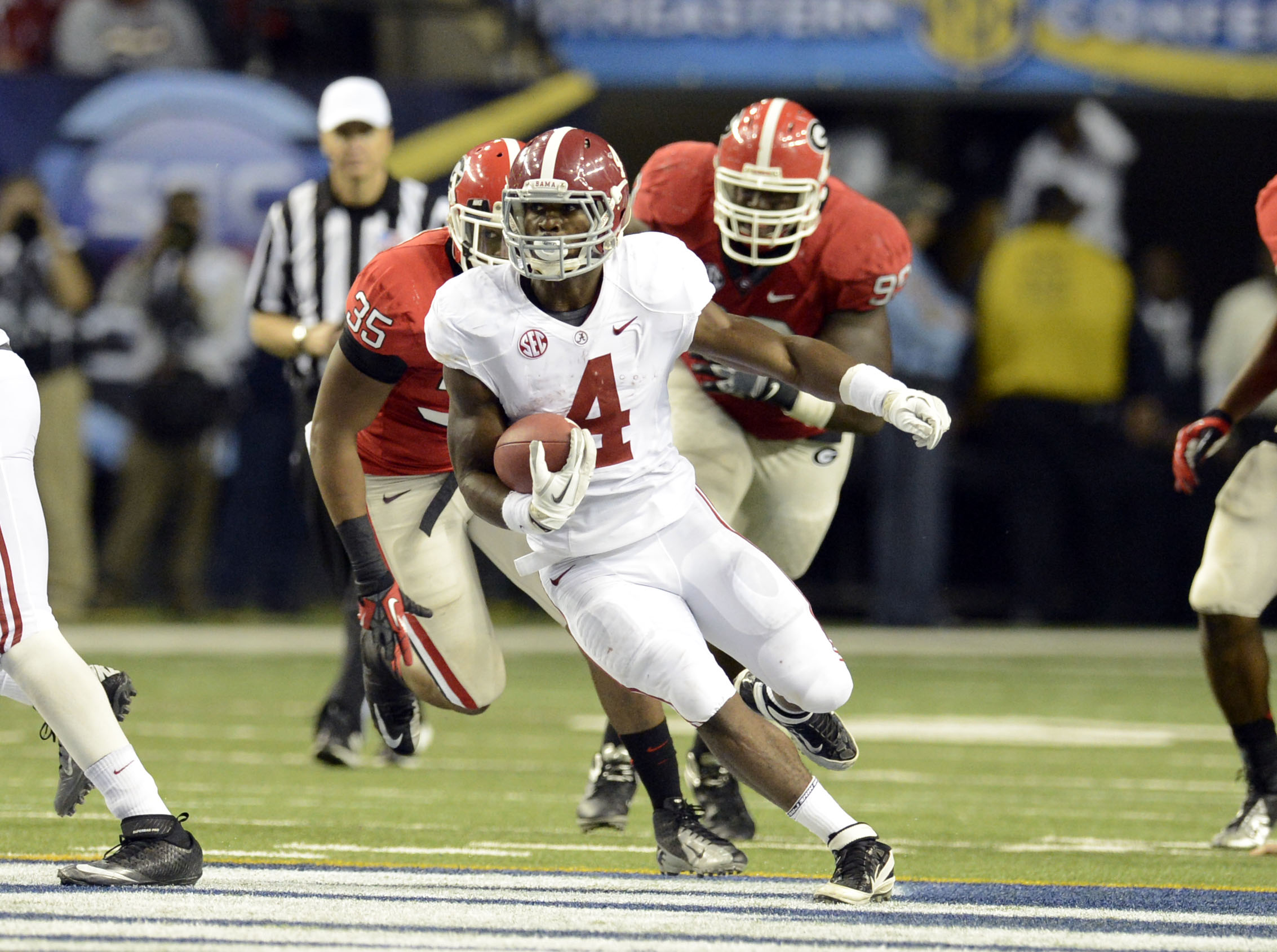 Alabama's T.J. Yeldon runs against Georgia (Photo: John David Mercer, USA TODAY Sports)