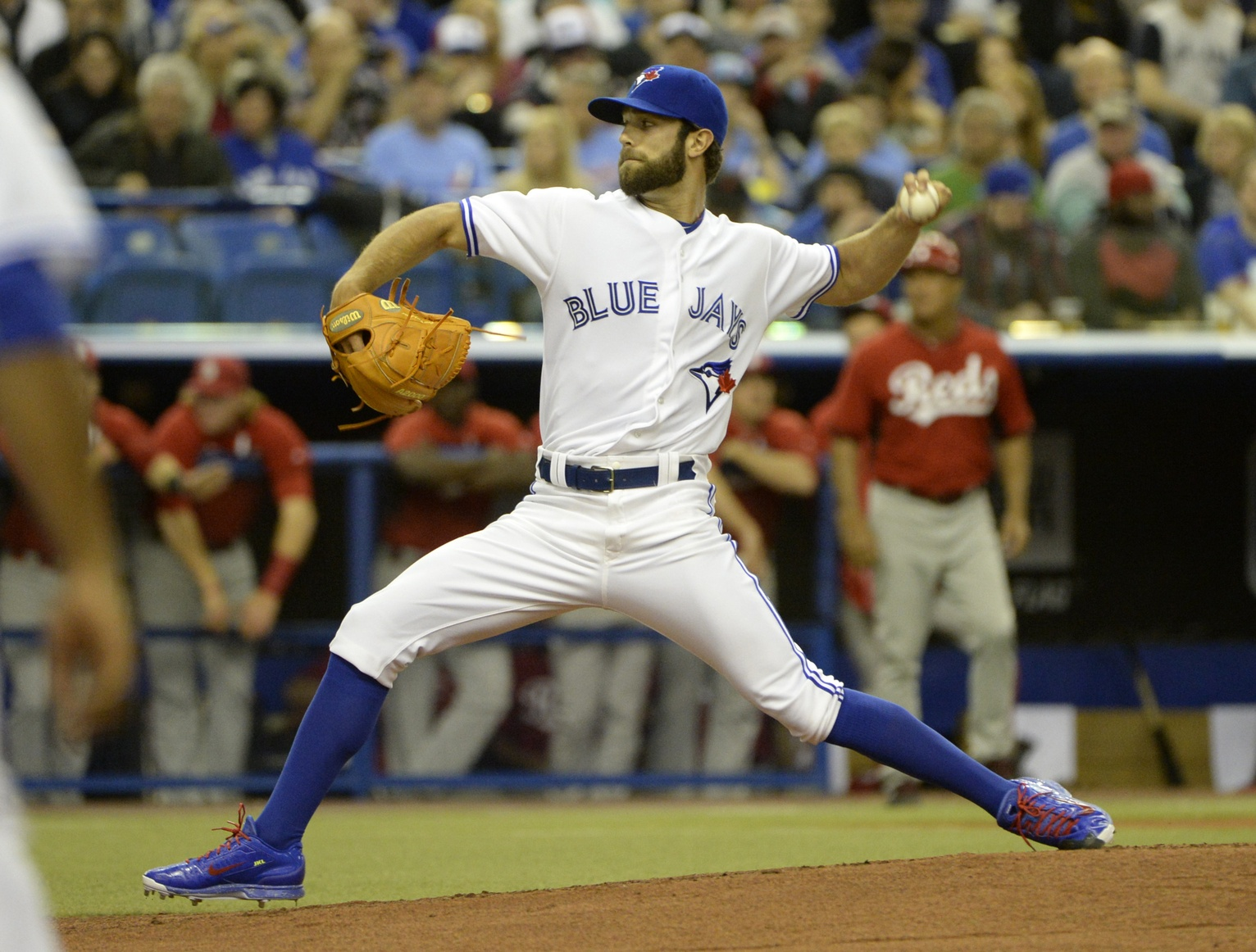 Toronto Blue Jays pitcher Daniel Norris (32) throws the ball during the first inning against the Cincinnati Redsat the Olympic Stadium. (Photo: Eric Bolte-USA TODAY Sports)