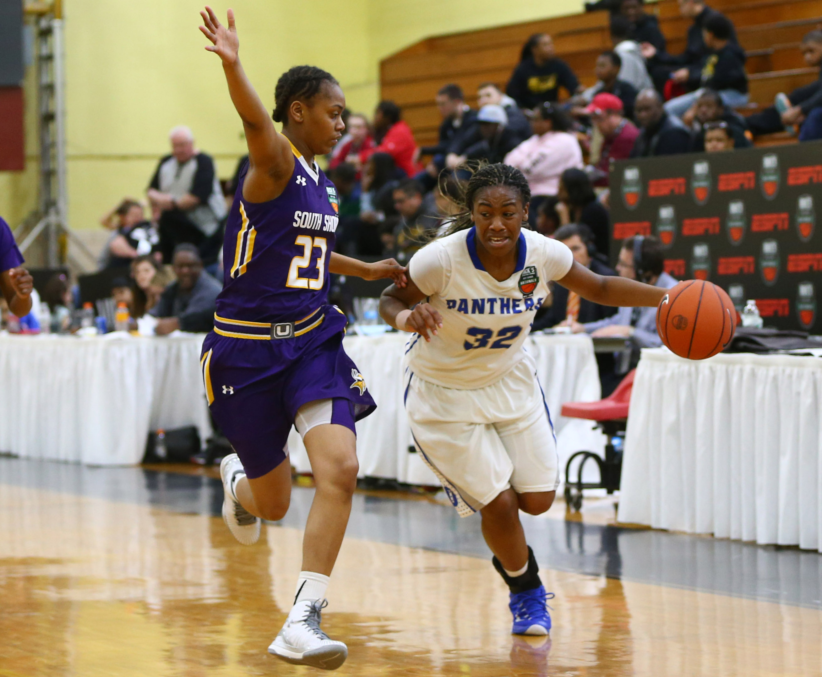 Dillard High School guard Courtney Parson (32) plays the ball while being defended by South Shore High School (NY) guard Diamond Shavis (23) during the Dick's Sporting Goods High School Nationals girls semi final game at Christ the King High School. Dillard defeated South Shore 65-44. (Photo: Andy Marlin, USA TODAY Sports)
