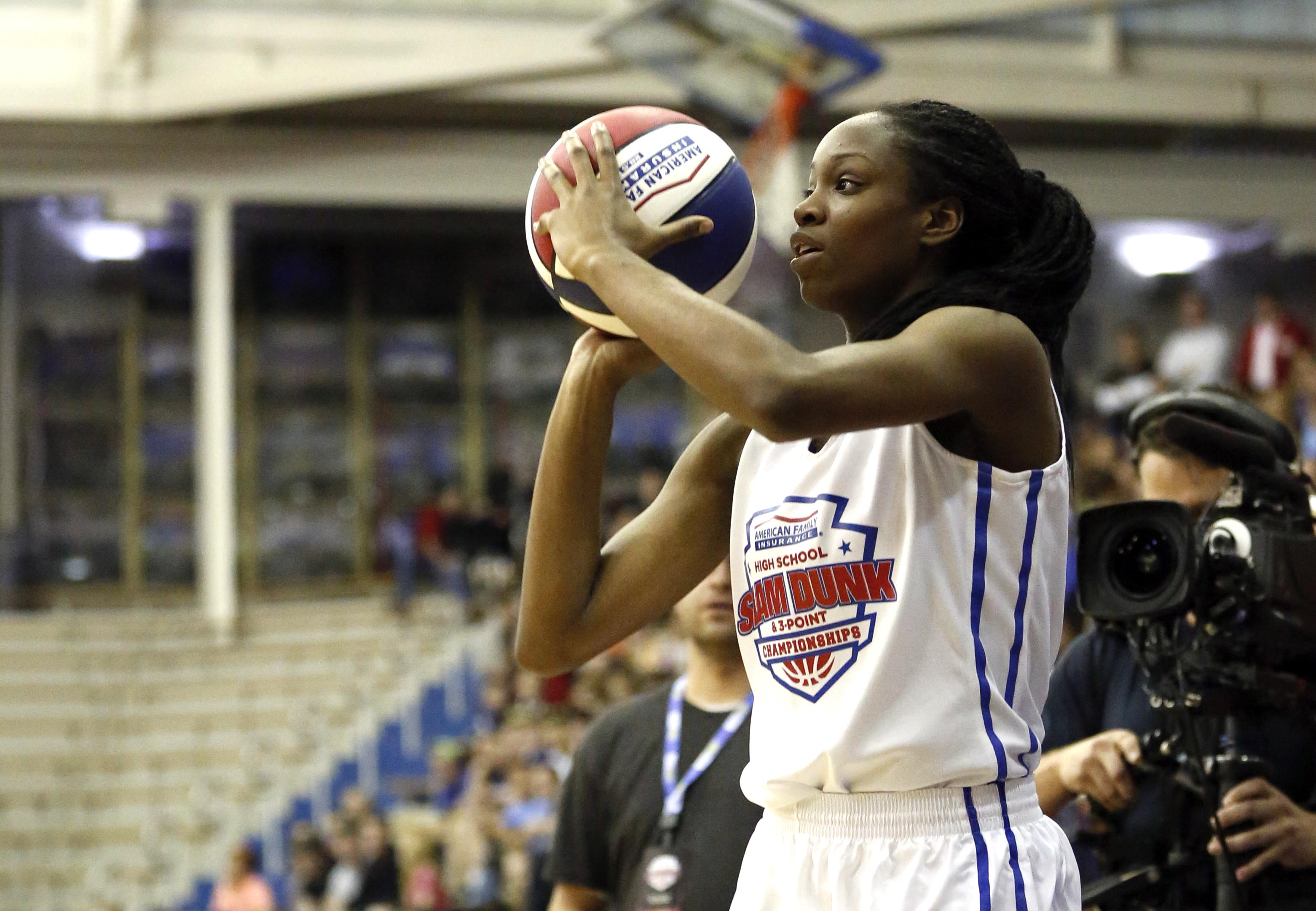 Kennedy Burke took home the girls three-point contest at the  American Family Insurance High School Slam Dunk and Three-Point Championship. (Photo: Aaron Doster, USA TODAY Sports)