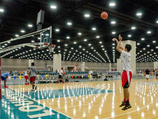 The Arkansas Wings 16-and-under team practices for the AAU Boys Basketball Elite Tournaments. (Photo: The Courier-Journal )