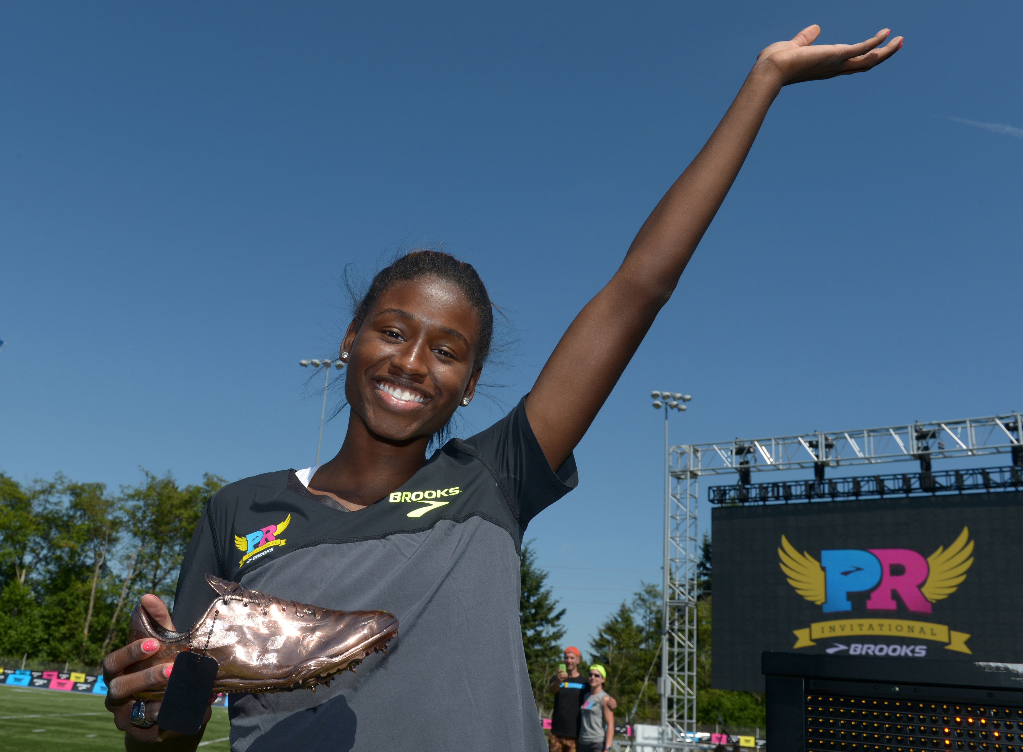 Candace Hill poses after winning the girls 100m in a national high school record 10.98 in the 2015 Brooks PR Invitational at Shoreline Stadium. (Kirby Lee, USA TODAY Sports)