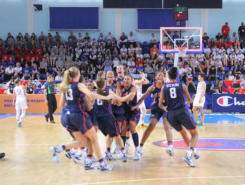 Team USA celebrates its gold medal victory against Russia in the World U19 Championships (Photo: USA Basketball)