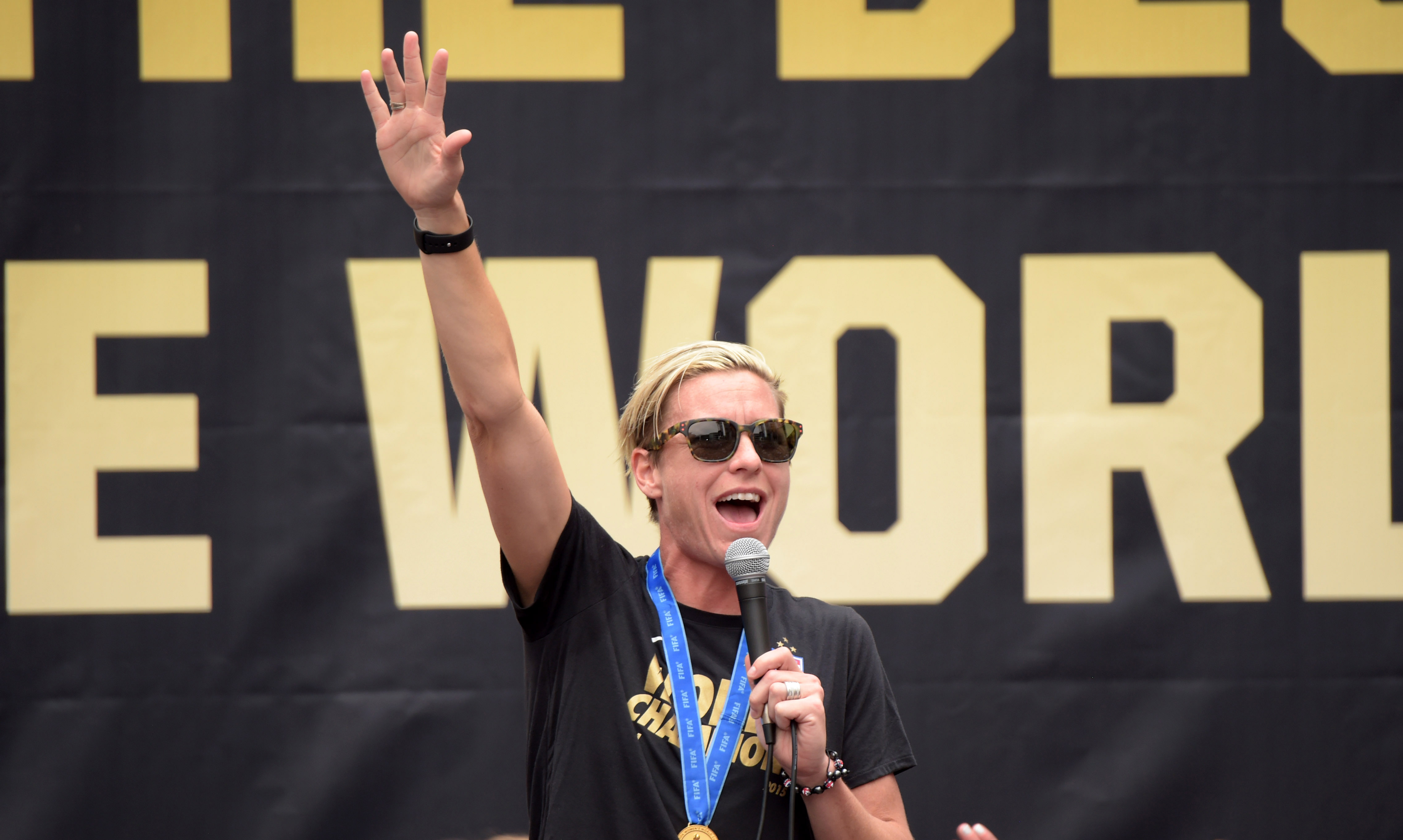 Abby Wambach addresses the crowd at a rally in Los Angeles for the World Cup champion U.S. women's soccer team.  (Photo: Kirby Lee, USA TODAY Sports)