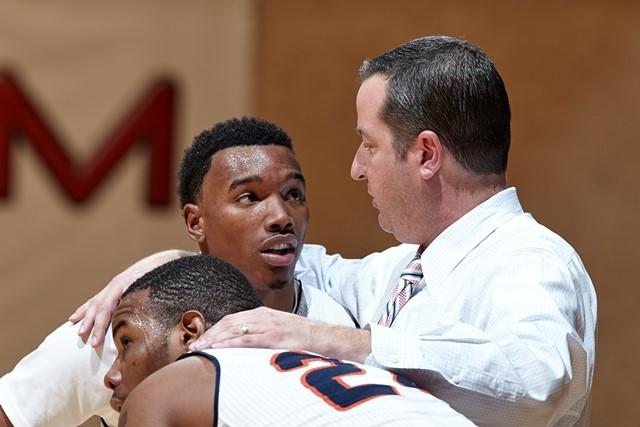 UTSA men's basketball coach Brooks Thompson. (Photo: Jeff Huehn, UTSA Athletics).